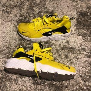 Nike sportswear huarache Size 11 Men
